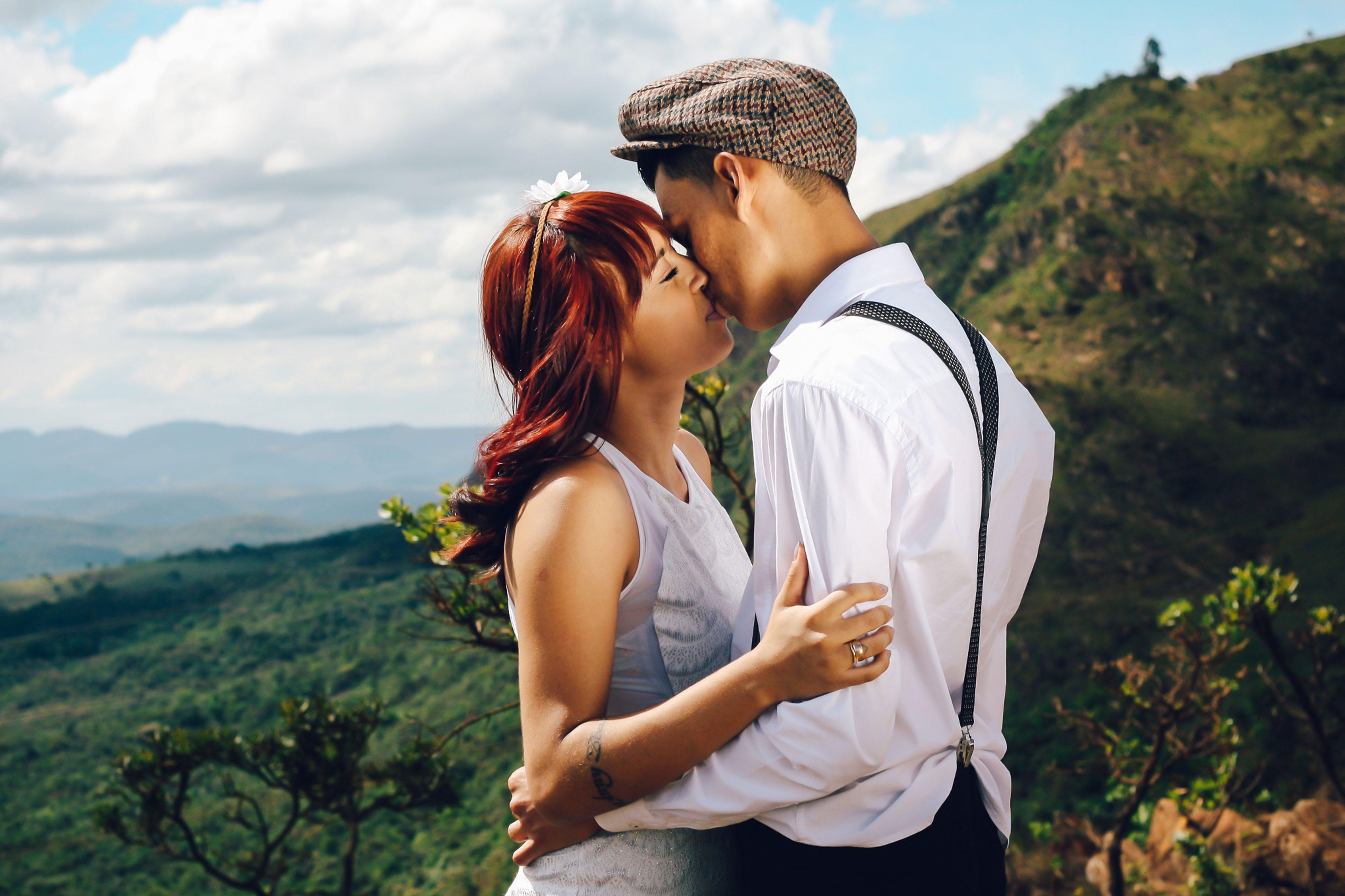 Foto stok gratis berciuman, cinta, jatuh cinta, kasih sayang