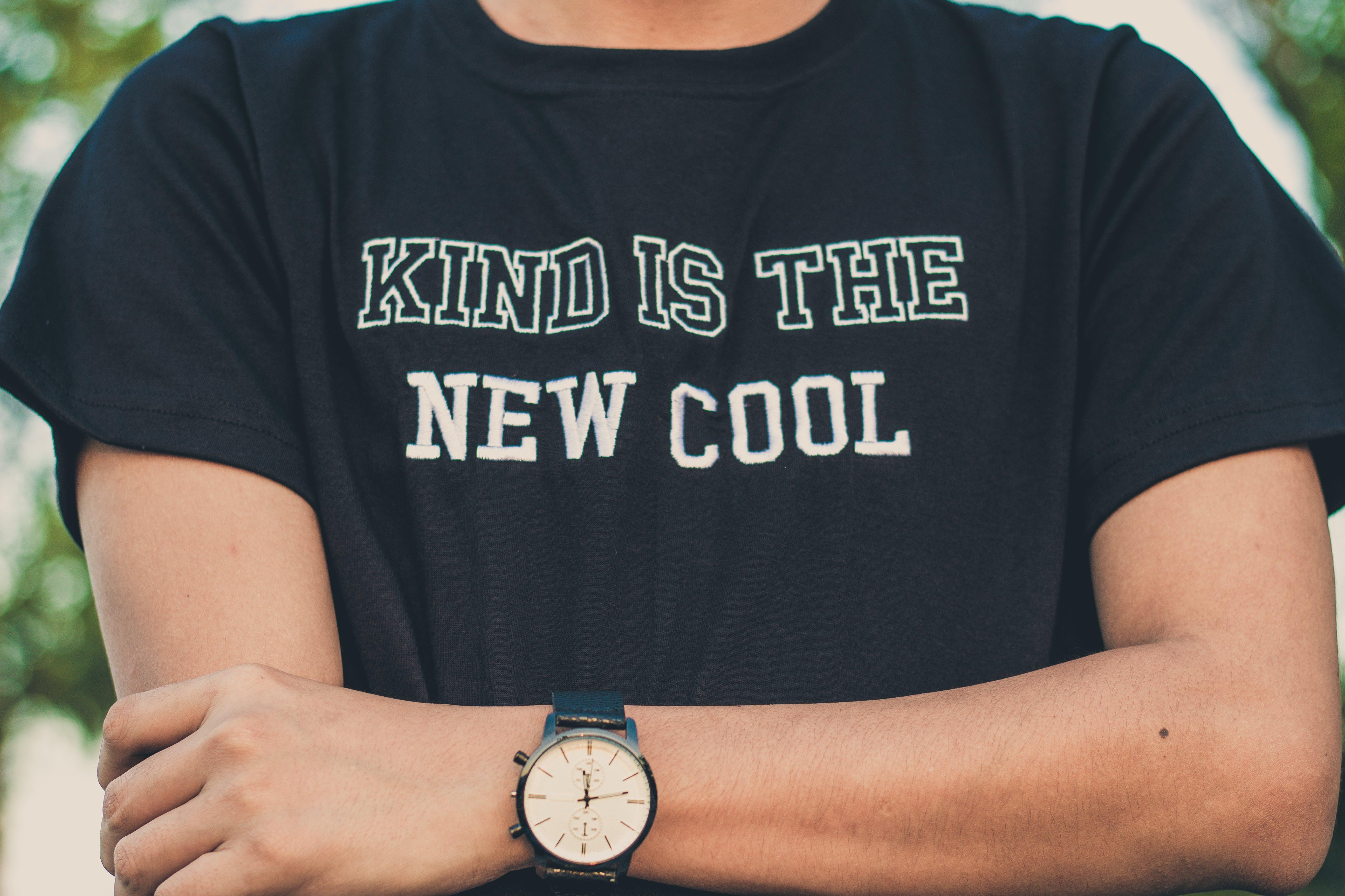 Immagine gratuita di braccio, camicia, guardare, indossare