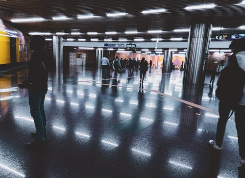 中心站, 乘客, 人, 光反射 的 免费素材照片