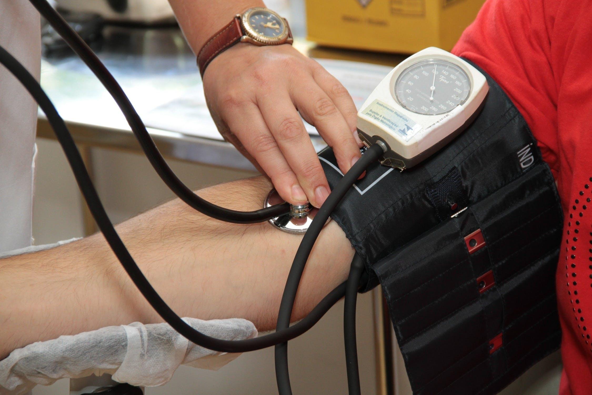 Un masseur de pied pour abaisse la pression artérielle