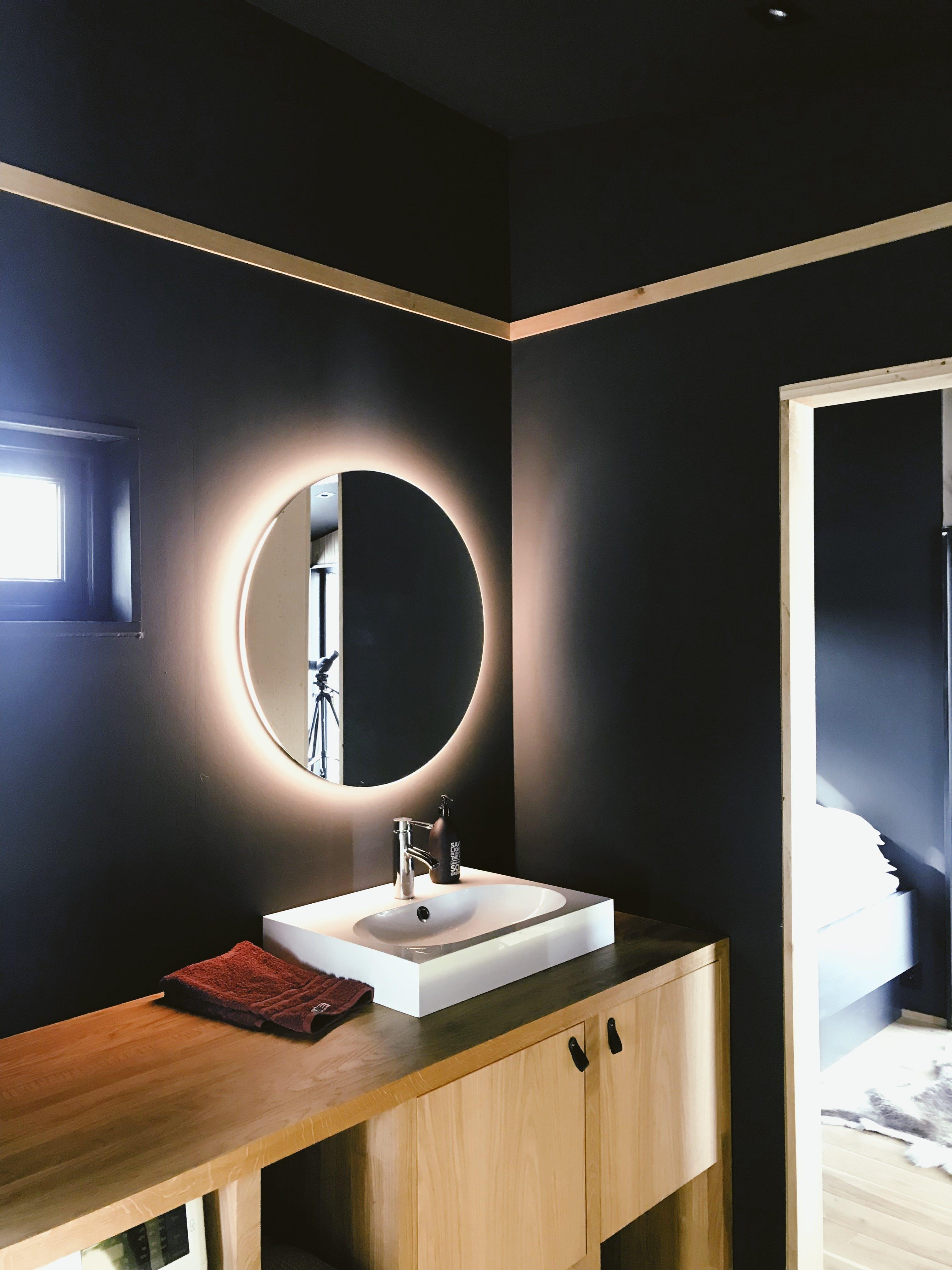 Základová fotografie zdarma na téma chladné světlo, design, design interiéru, dřevěný couunter
