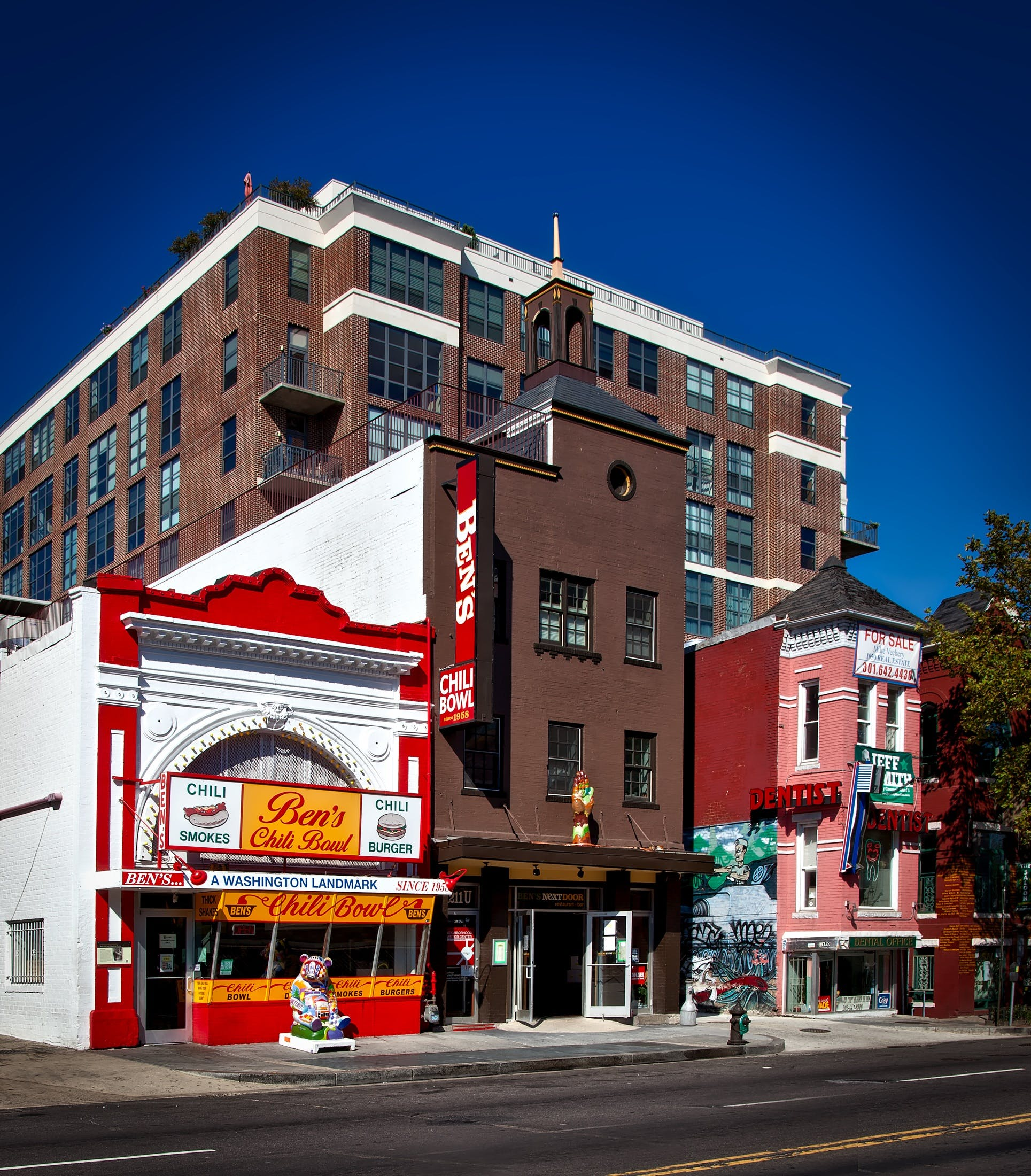 architecture, ben's chili bowl, building