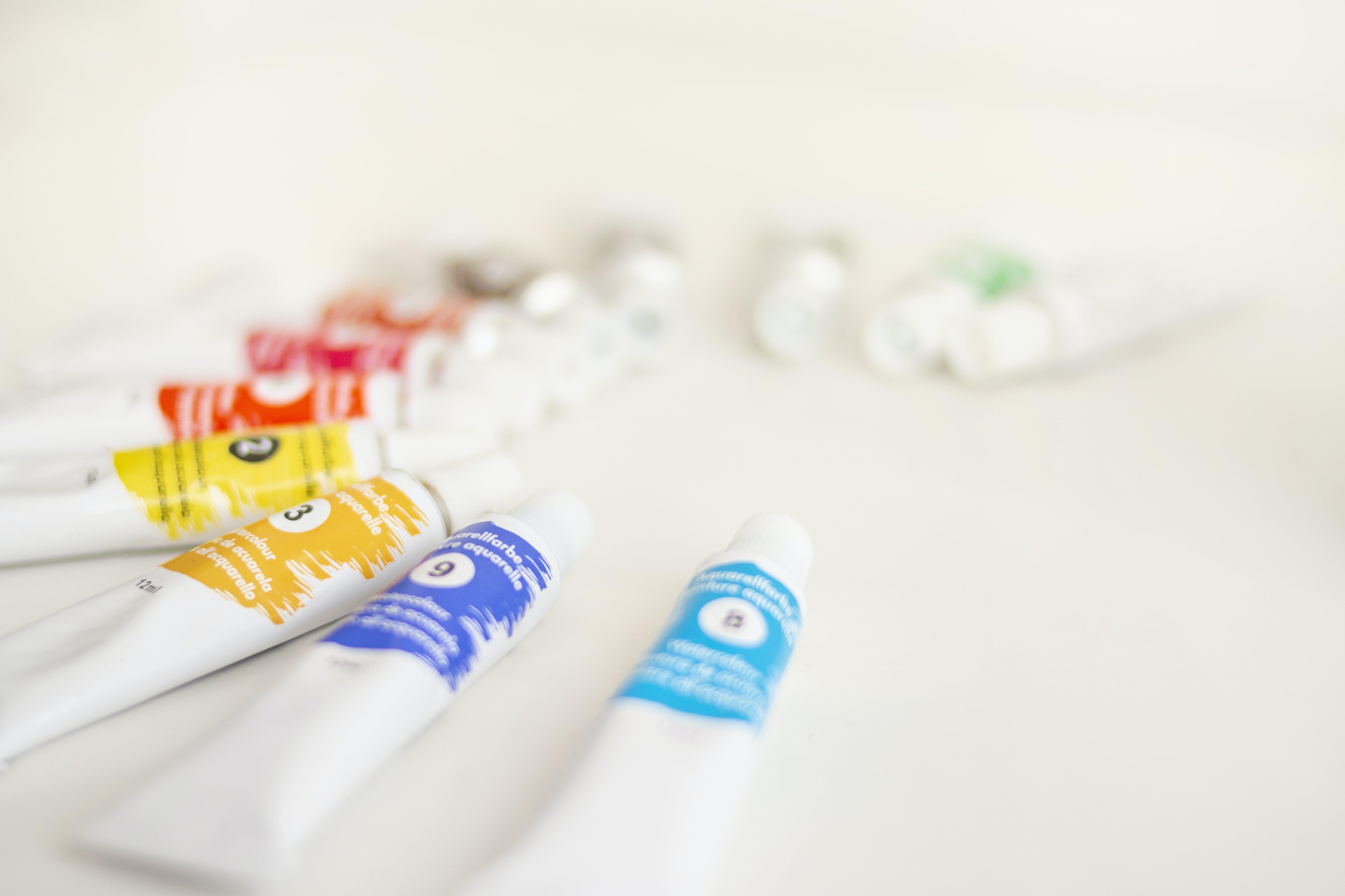 Fotos de stock gratuitas de acuarelas, adentro, colores, efecto desenfocado