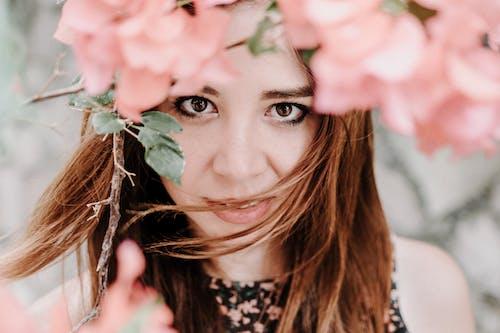 꽃, 봄 꽃, 분홍색, 소녀의 무료 스톡 사진