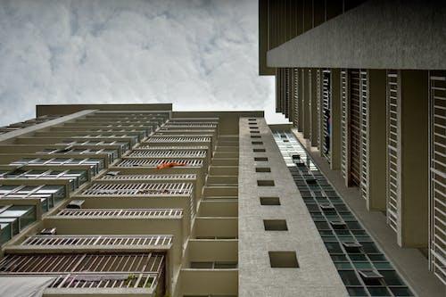 Immagine gratuita di appartamenti, architettura, ascensore, cielo
