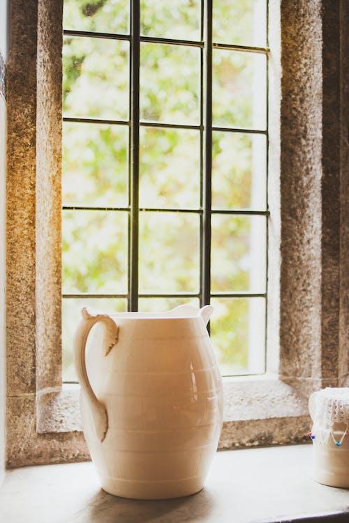 κανάτα, κεραμικός, παράθυρο