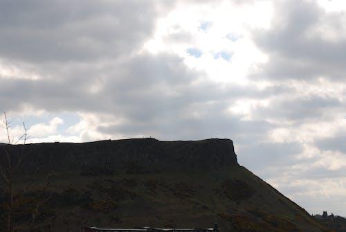 arthurs seat, 天空, 山丘, 往上爬 的 免费素材照片