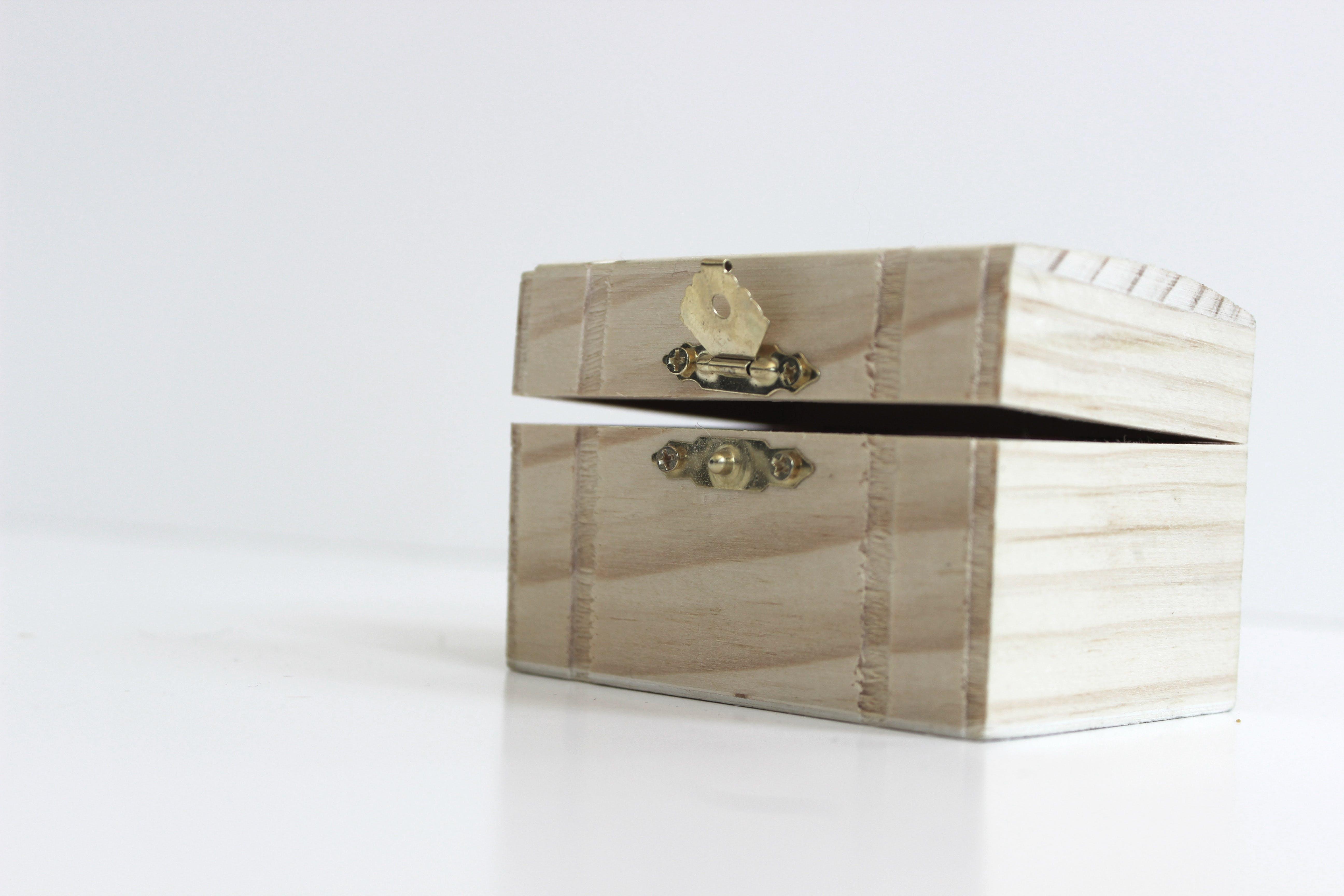 Kostenloses Stock Foto zu aufschließen, baumstamm, box, brust