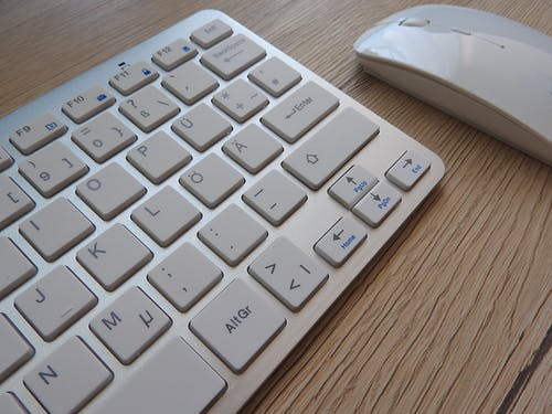 Gratis lagerfoto af arbejdsplads, computertastatur, elektronik, forbindelse