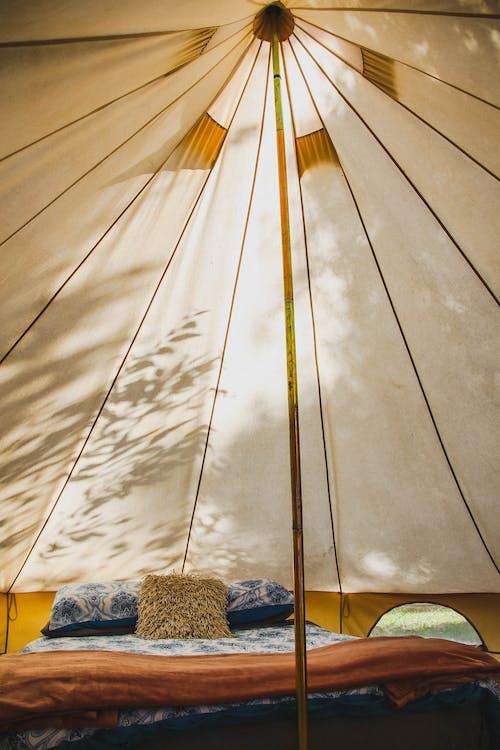 Gratis stockfoto met bed, buiten, buitenshuis, camping