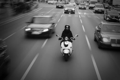 Foto profissional grátis de ação, asfalto, automóveis, borrão