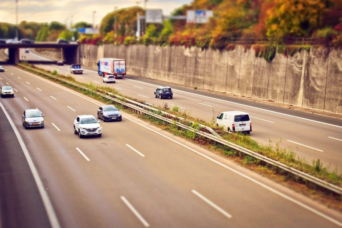 Kostenloses Stock Foto zu asphalt, auffahrt, auto