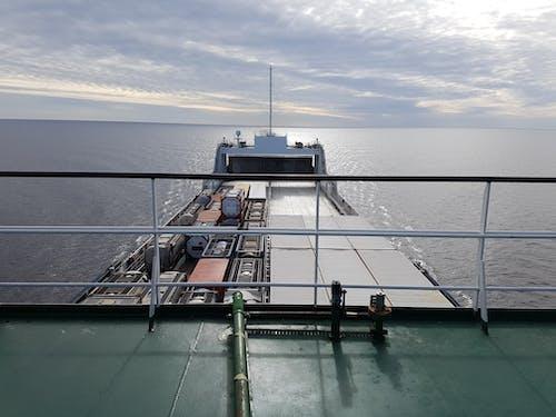 Immagine gratuita di acqua, baia, barca, cargo