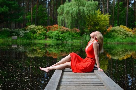 Kostenloses Stock Foto zu holz, fashion, person, rot