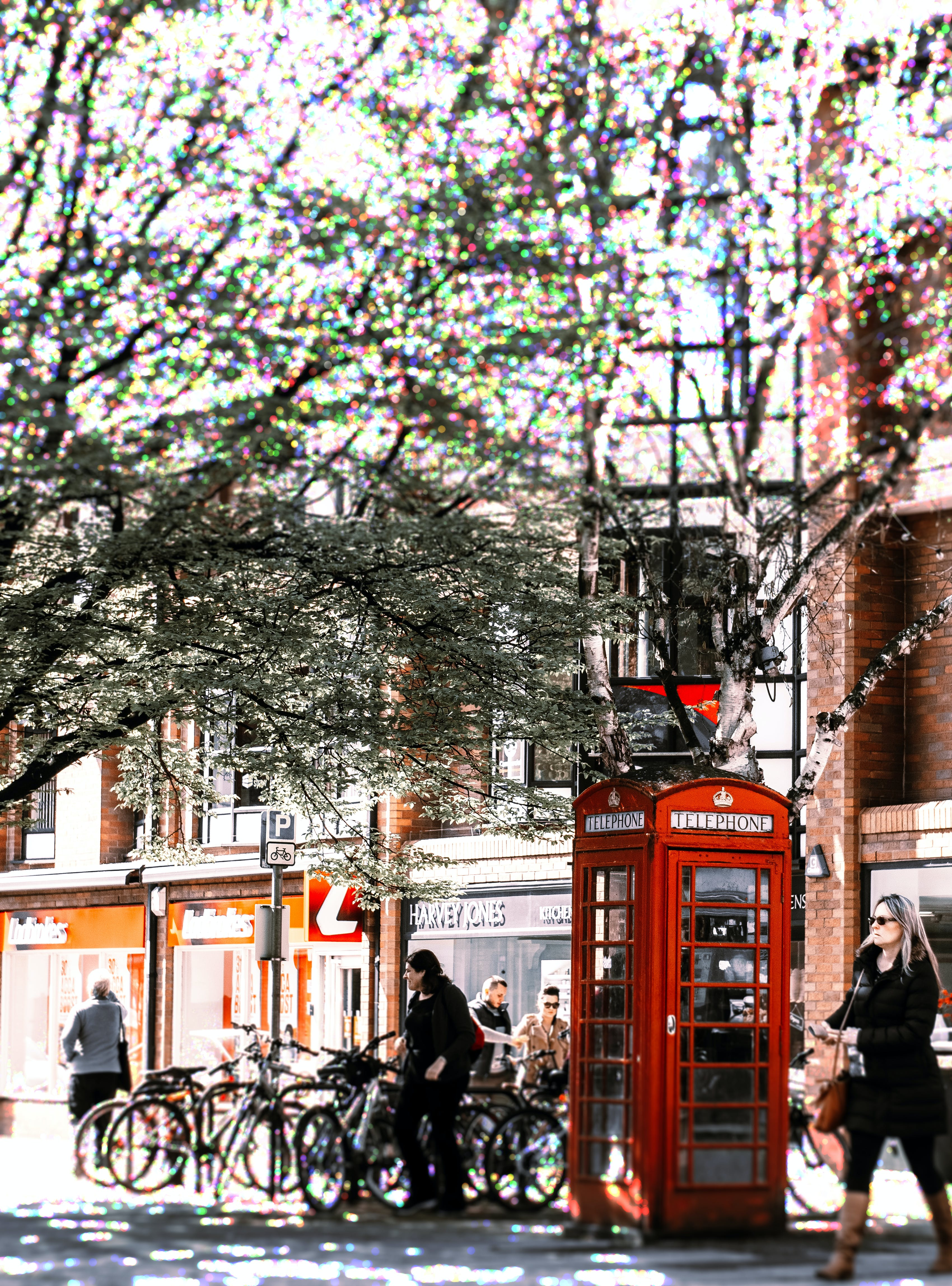Základová fotografie zdarma na téma Británie, lidé, město, telefonní budka