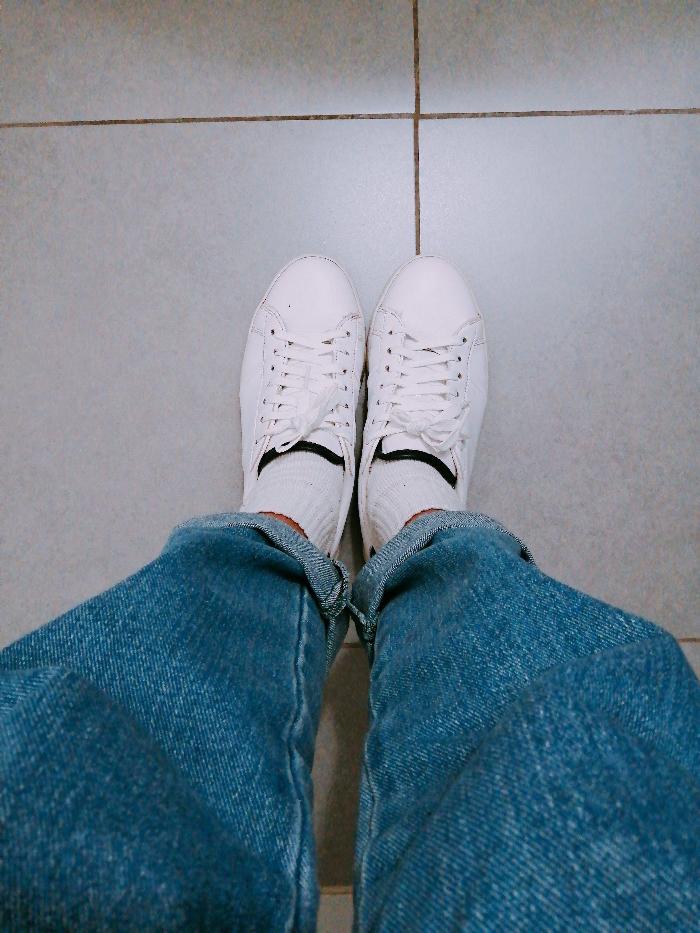 Δωρεάν στοκ φωτογραφιών με denim, αθλητικά παπούτσια, μπλουτζίν, ντύνομαι