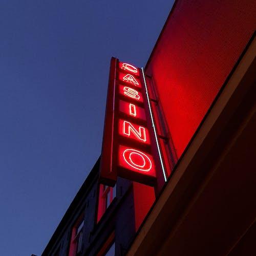 açık, aydınlatılmış, işaret, neon içeren Ücretsiz stok fotoğraf