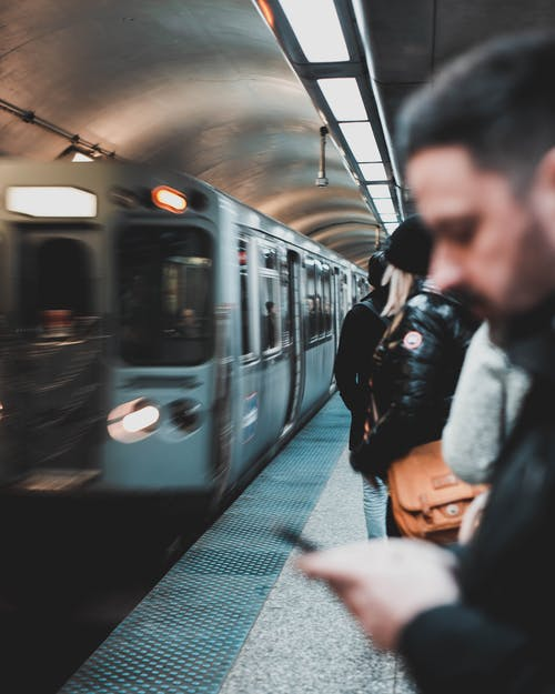 Kostnadsfri bild av kollektivtrafik, man, människor, pendlare