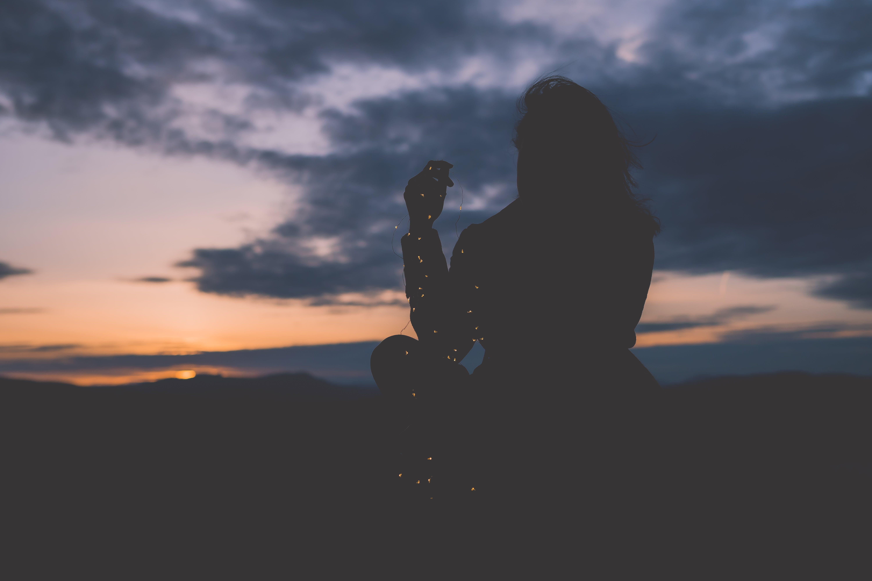 Gratis lagerfoto af bagbelyst, person, silhouet, solnedgang