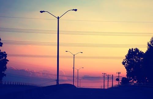 Photos gratuites de ciel, citadin, coucher de soleil, lampadaires