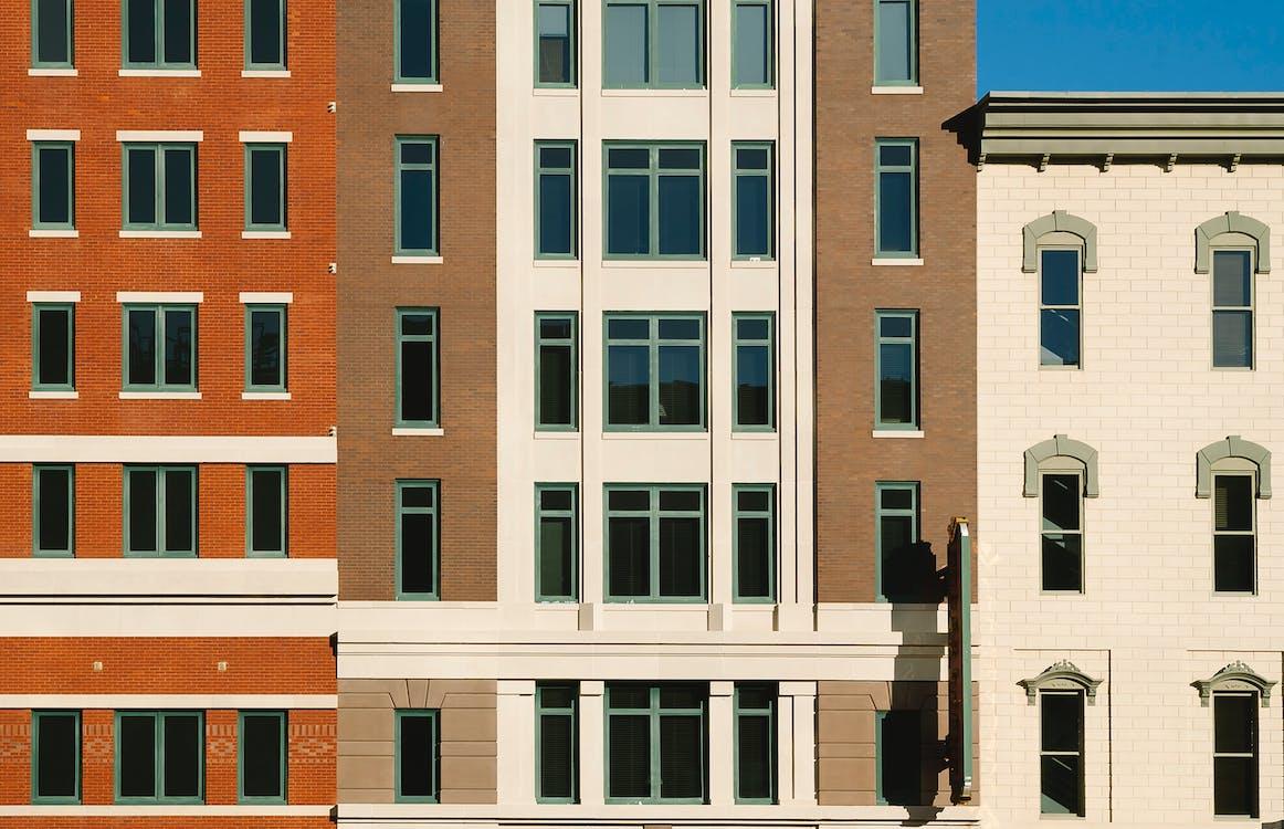 ban ngày, các cửa sổ, các tòa nhà