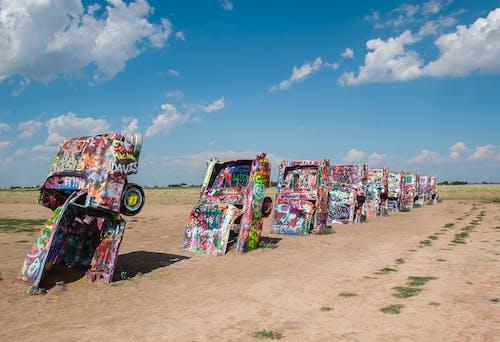 Ingyenes stockfotó autók, ég, falfirka, festékszóró témában
