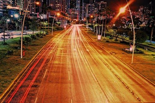 Ingyenes stockfotó belváros, fénycsíkok, fények, hosszú expozíció témában