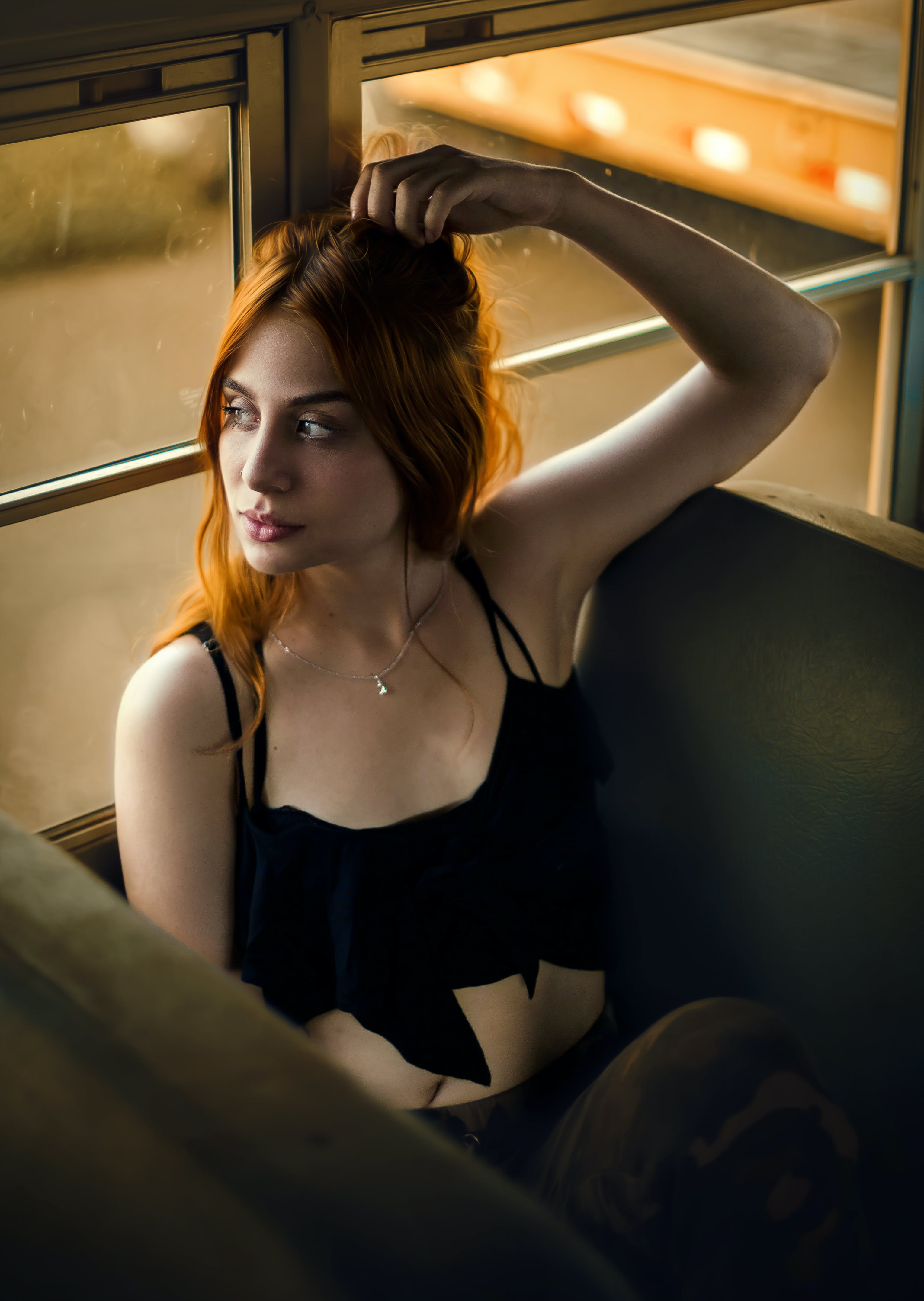 休閒裝, 哀思, 坐, 女人 的 免費圖庫相片