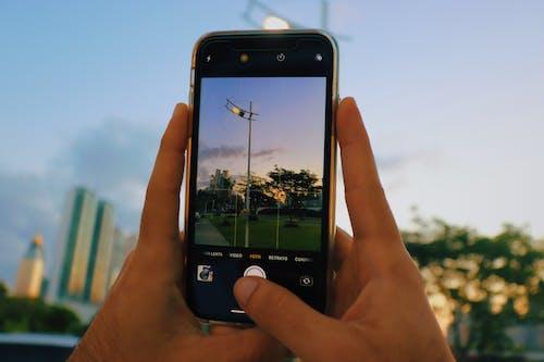 Immagine gratuita di elettronica, scattare foto, schermo, smartphone