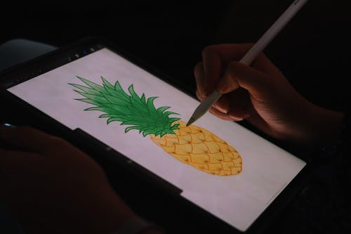 Gratis arkivbilde med hånd, kunst, nettbrett, skjerm