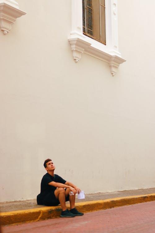 거리, 건축, 남자, 벽의 무료 스톡 사진