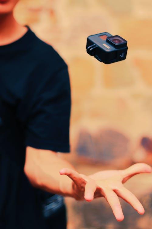 动作相机, 宏觀, 手, 捉住 的 免费素材照片