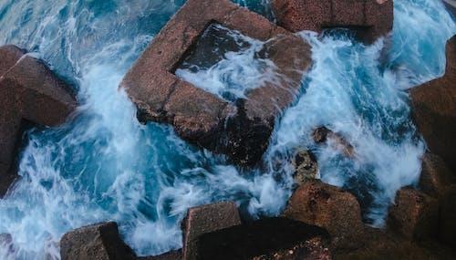 Δωρεάν στοκ φωτογραφιών με #νερό, δίπλα στη θάλασσα, κόκκινα βράχια, χειμώνας
