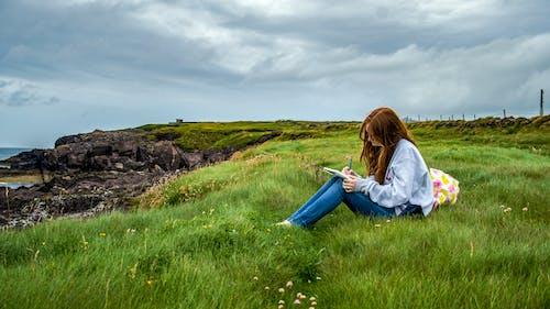 Fotobanka sbezplatnými fotkami na tému dievča, Írsko, zelená