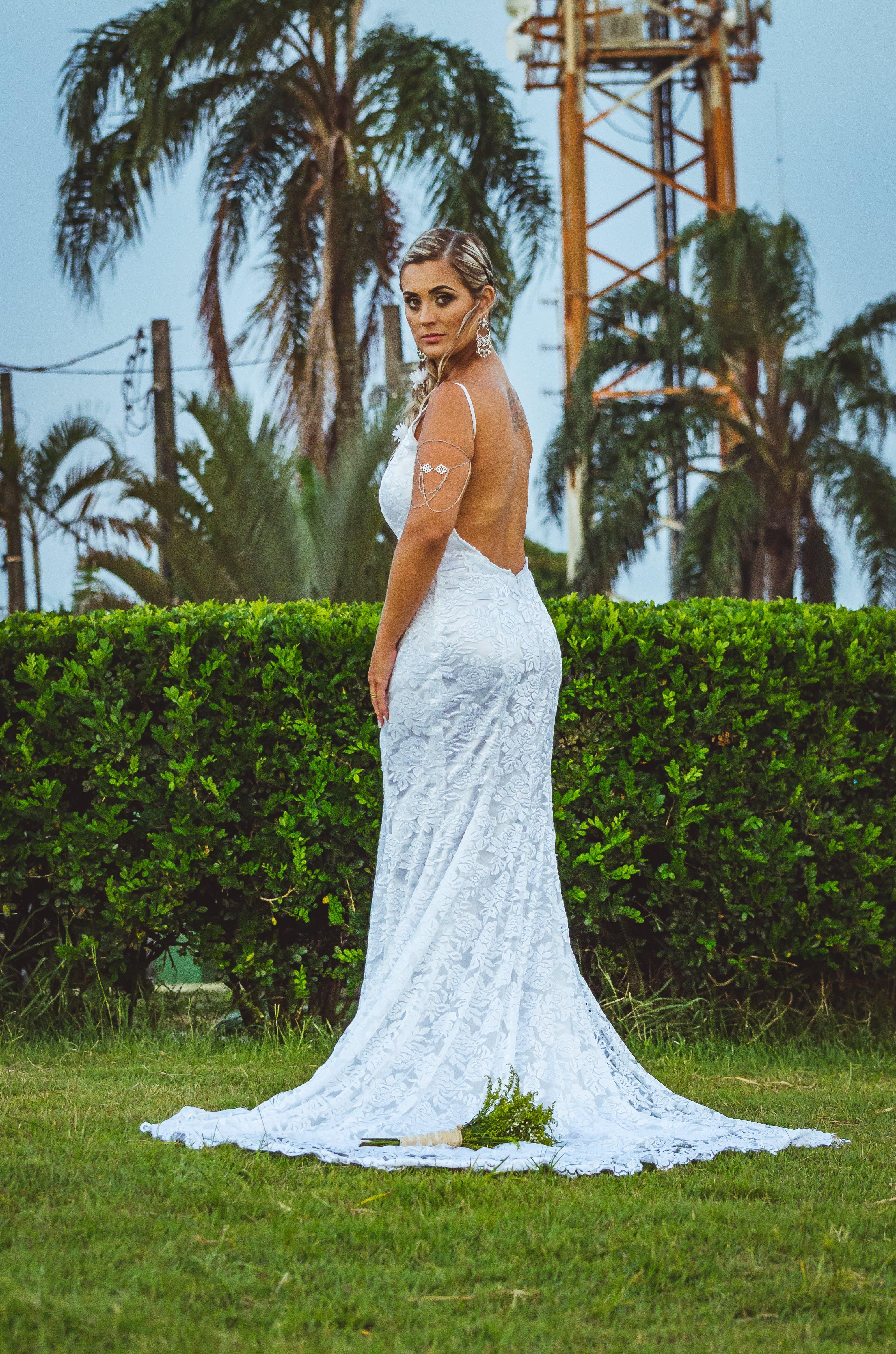 Бесплатное стоковое фото с бальное платье, белое платье, белый, блондинка