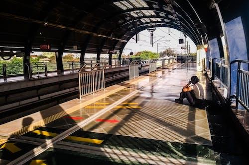 Foto d'estoc gratuïta de arribada del tren, Delhi, despeses generals, esperant