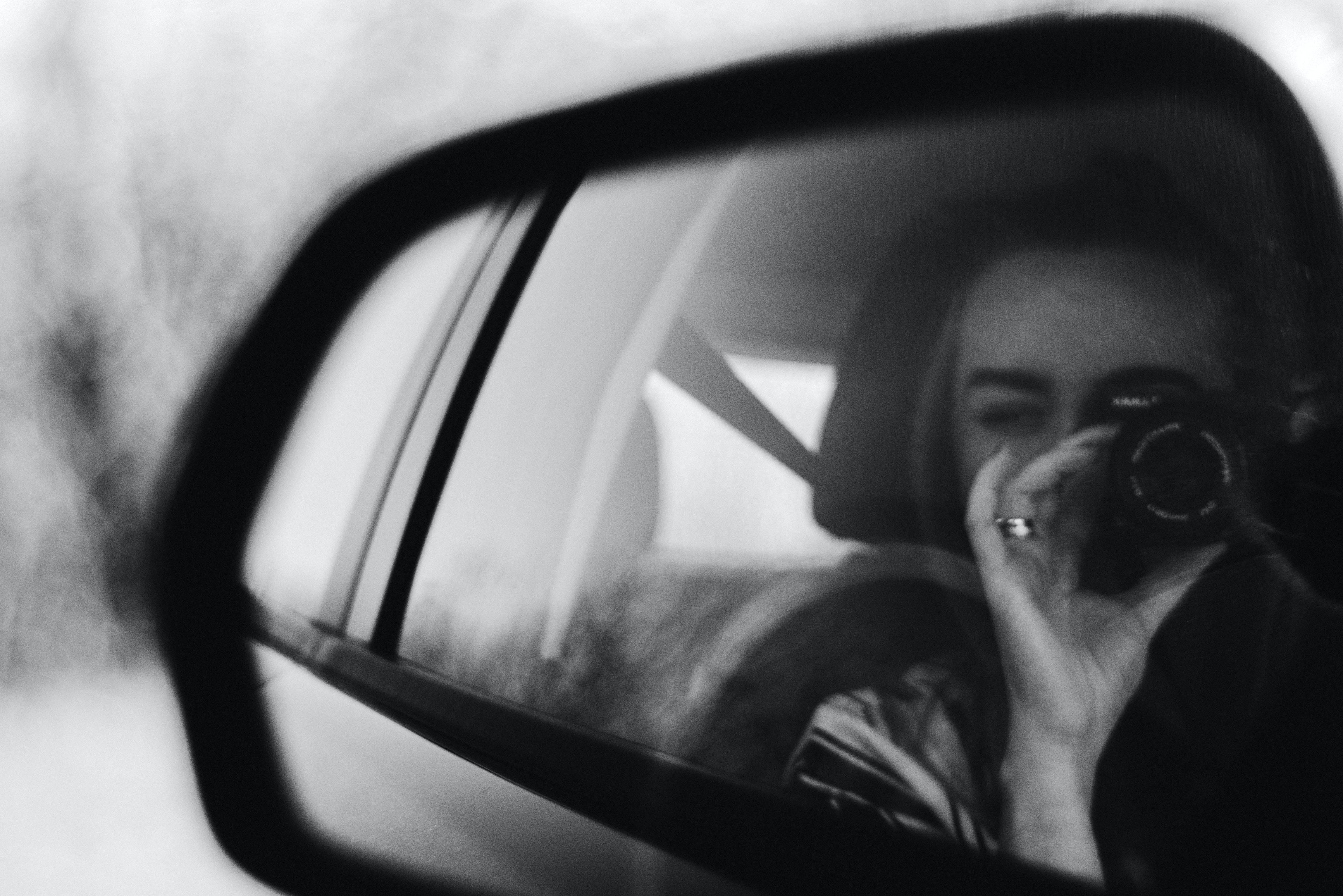 Základová fotografie zdarma na téma auto, černobílá, dopravní systém, dospělý
