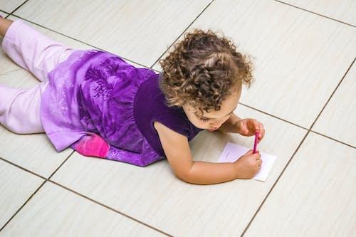 Základová fotografie zdarma na téma děti, dítě, holka, kreslit
