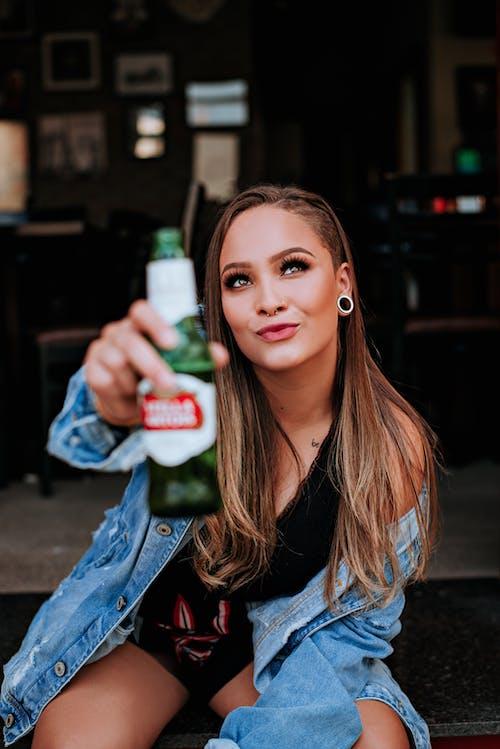 alkollü içecek, aşındırmak, aşınmak, bira içeren Ücretsiz stok fotoğraf