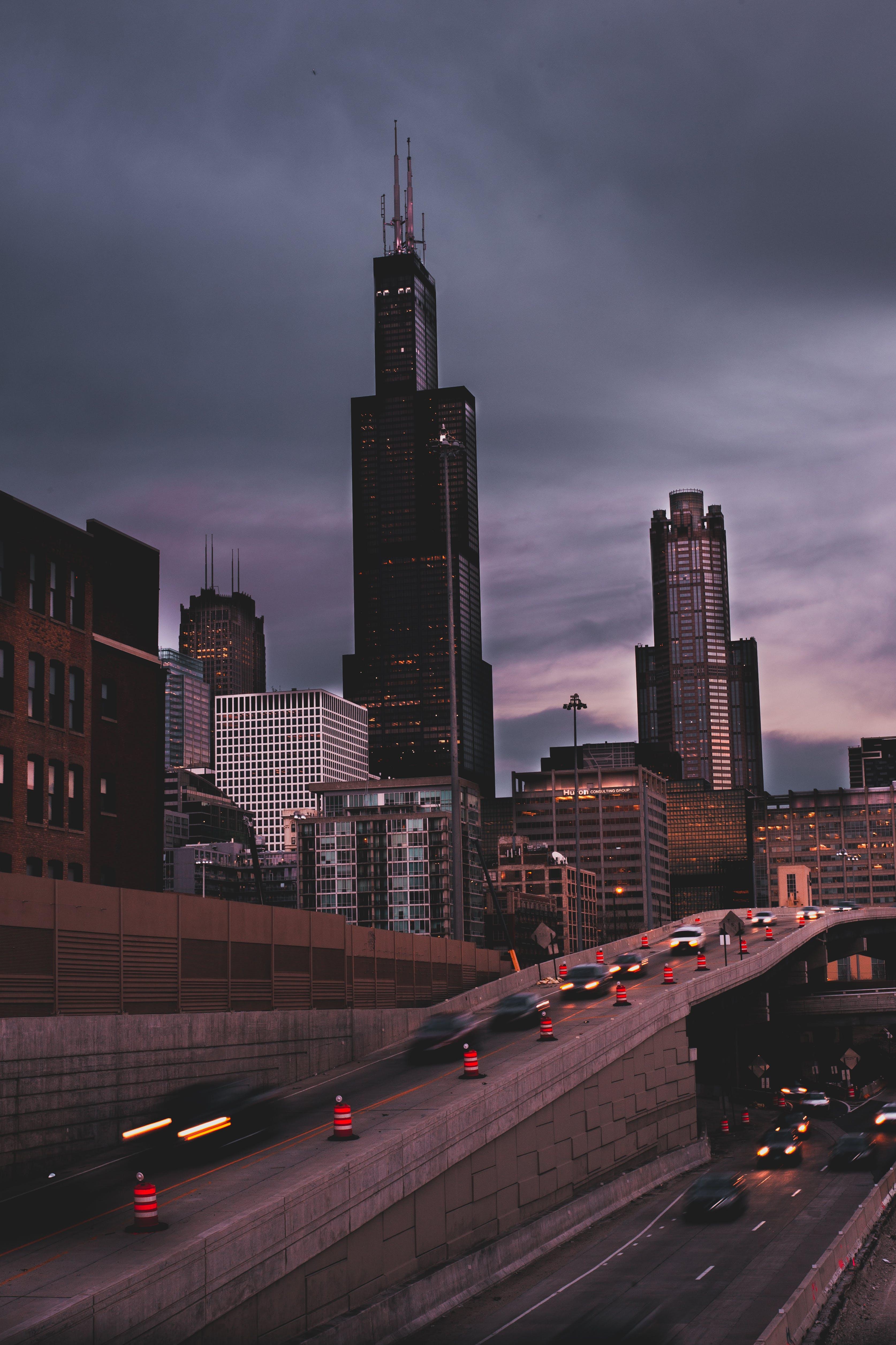 Ilmainen kuvapankkikuva tunnisteilla arkkitehtuuri, auton valot, autot, business