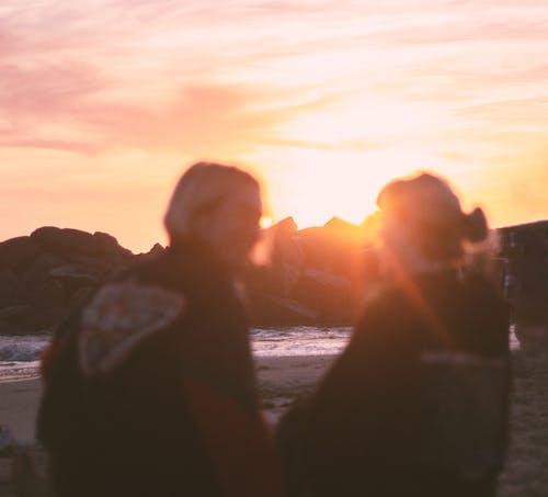 Aşk, deniz suyu, gün batımı içeren Ücretsiz stok fotoğraf