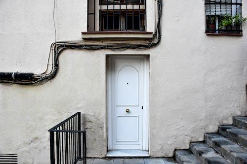 Základová fotografie zdarma na téma bílé dveře, dveře