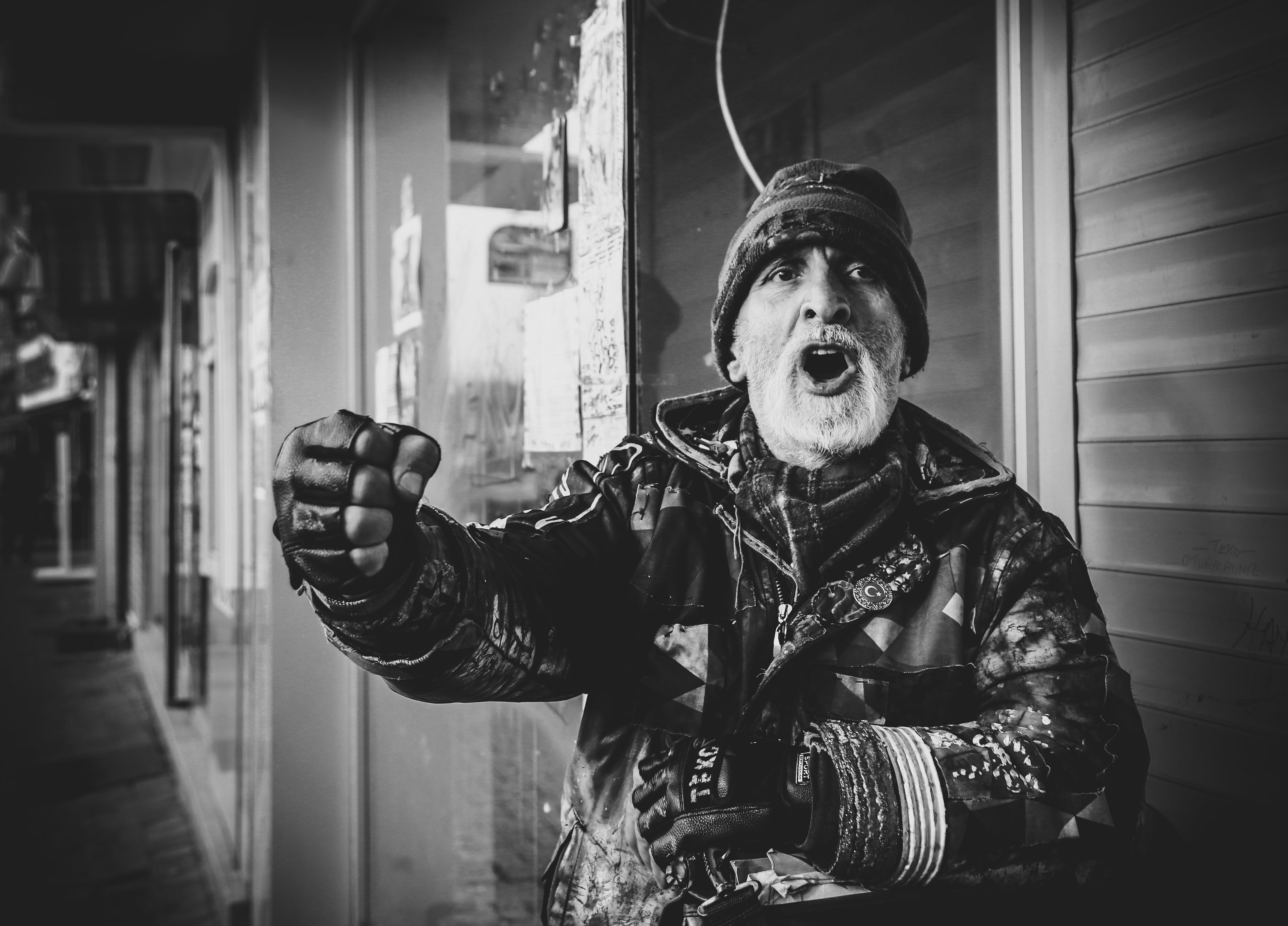 Základová fotografie zdarma na téma akce, bunda, černobílá, černobílý