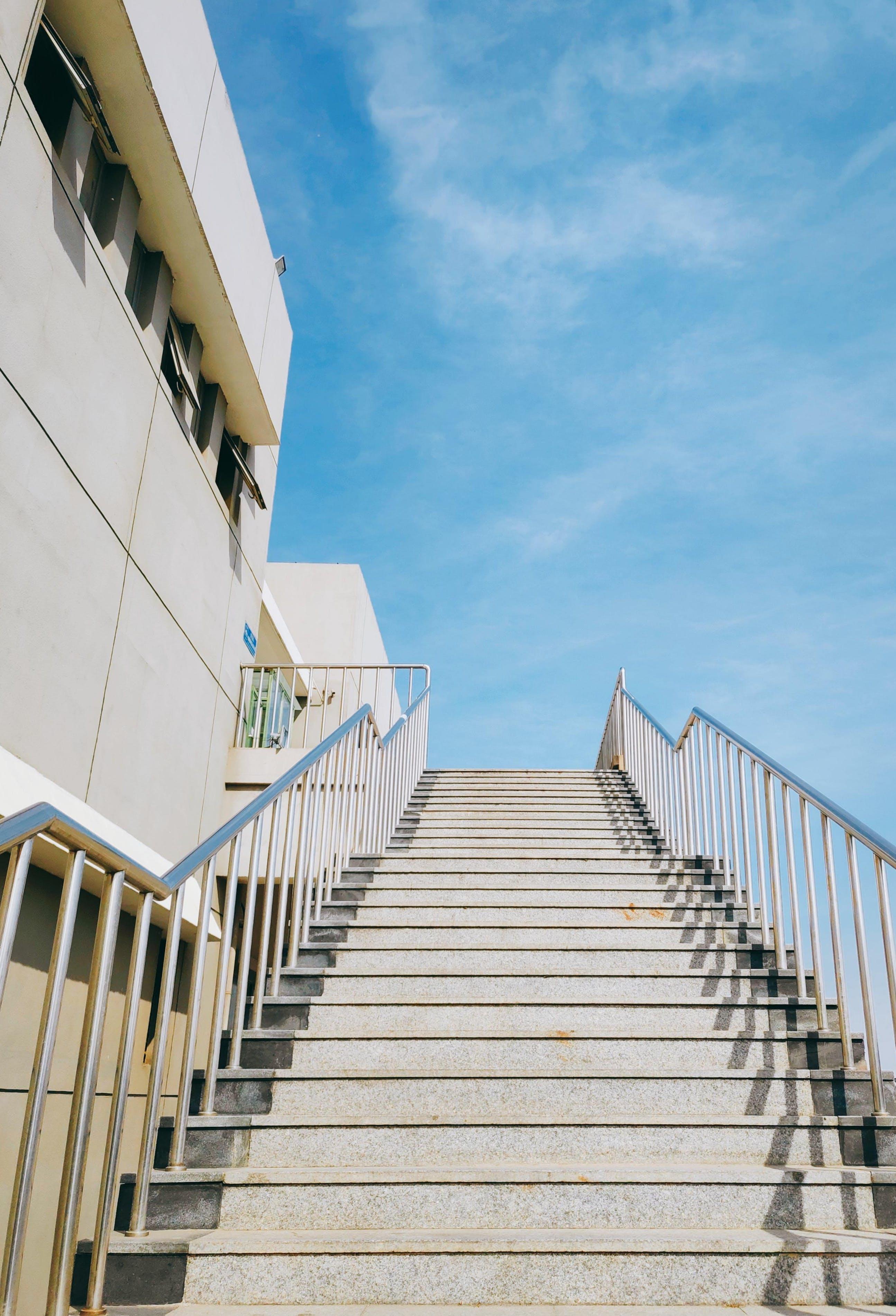 Gratis stockfoto met architectuur, gebouw, gezichtspunt, handleuning