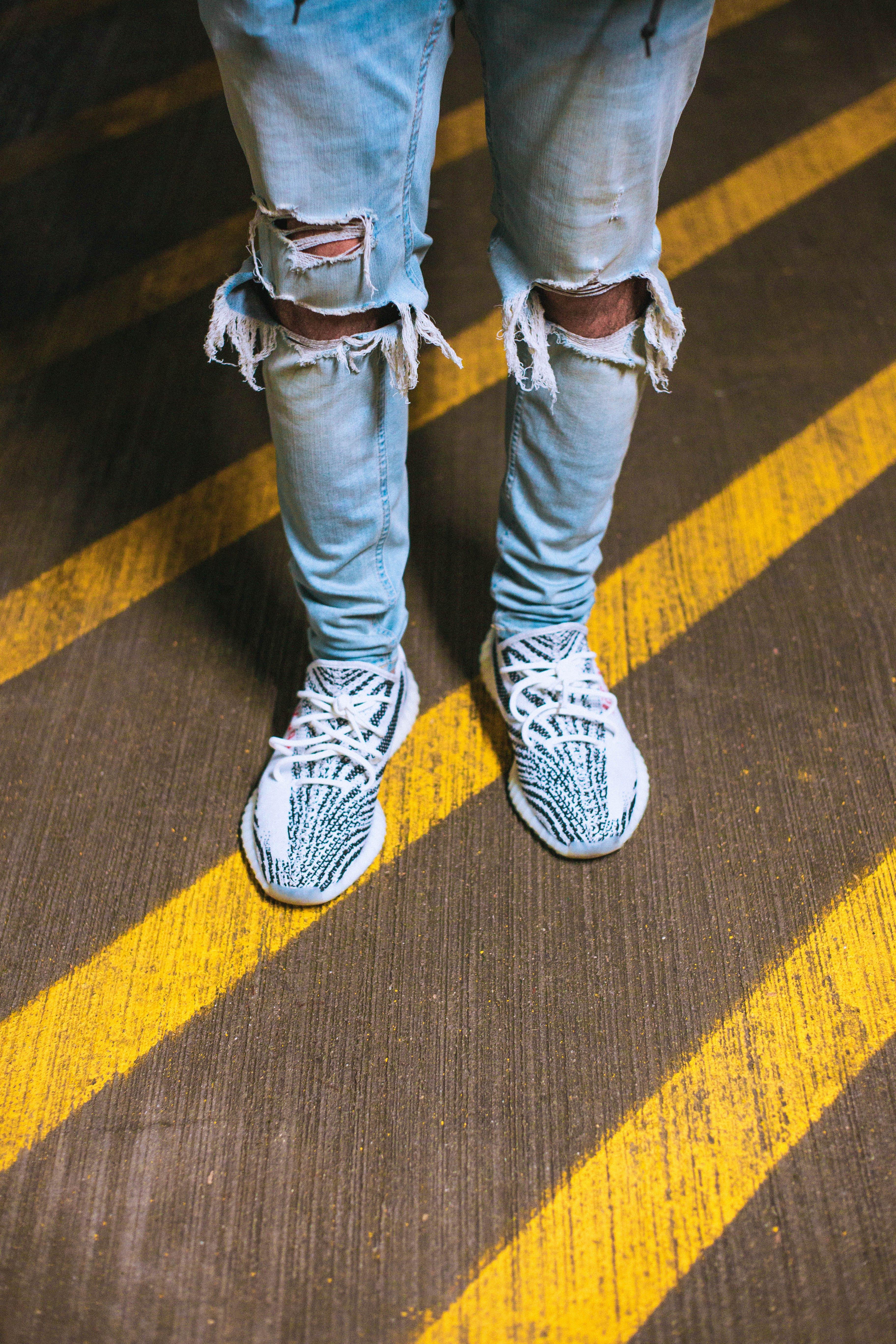 aşındırmak, ayakkabılar, ayaklar, gündelik içeren Ücretsiz stok fotoğraf