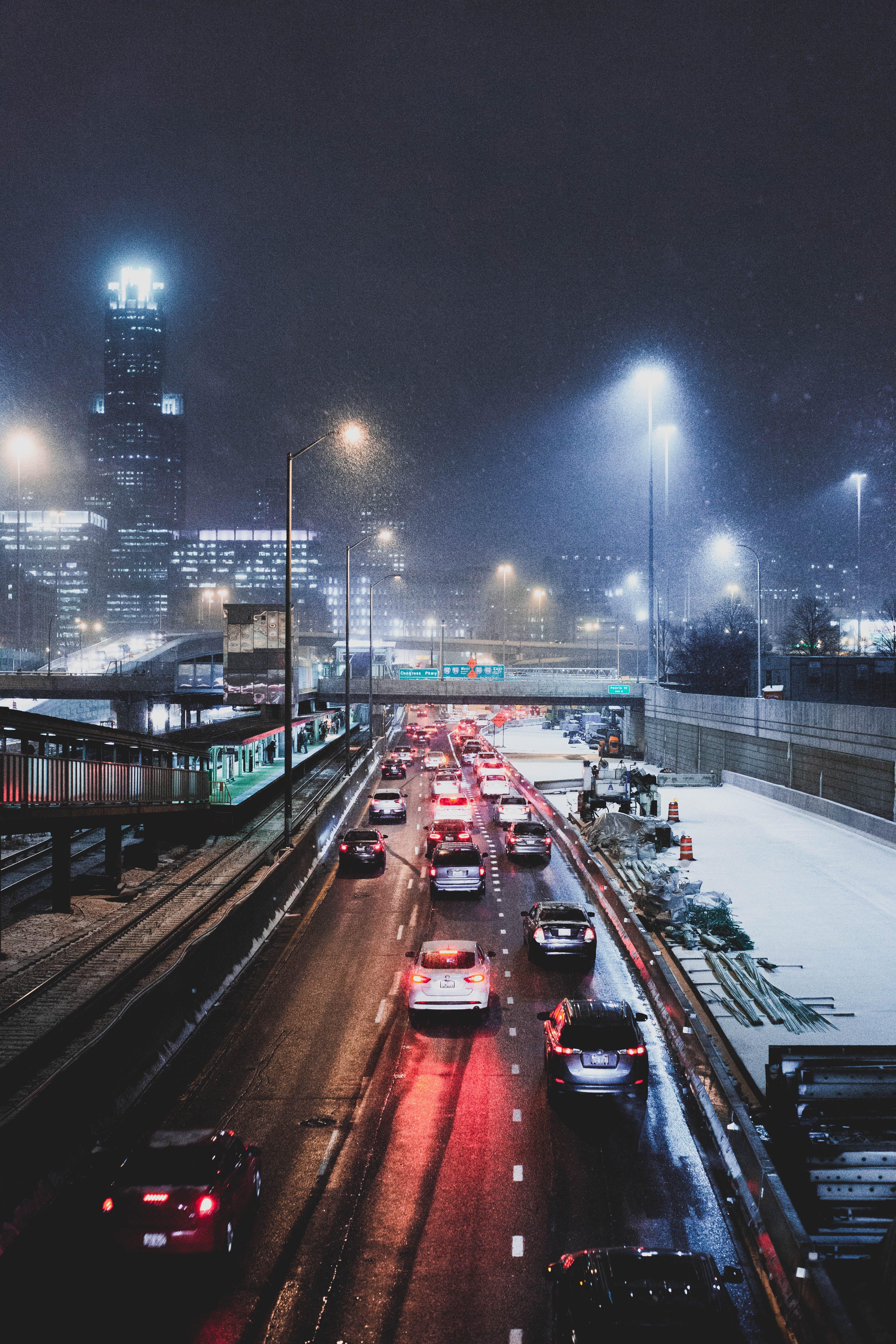 Gratis stockfoto met auto's, avond, binnenstad, plaats