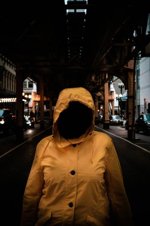 令人不寒而慄的, 夾克, 穿著, 街 的 免费素材照片