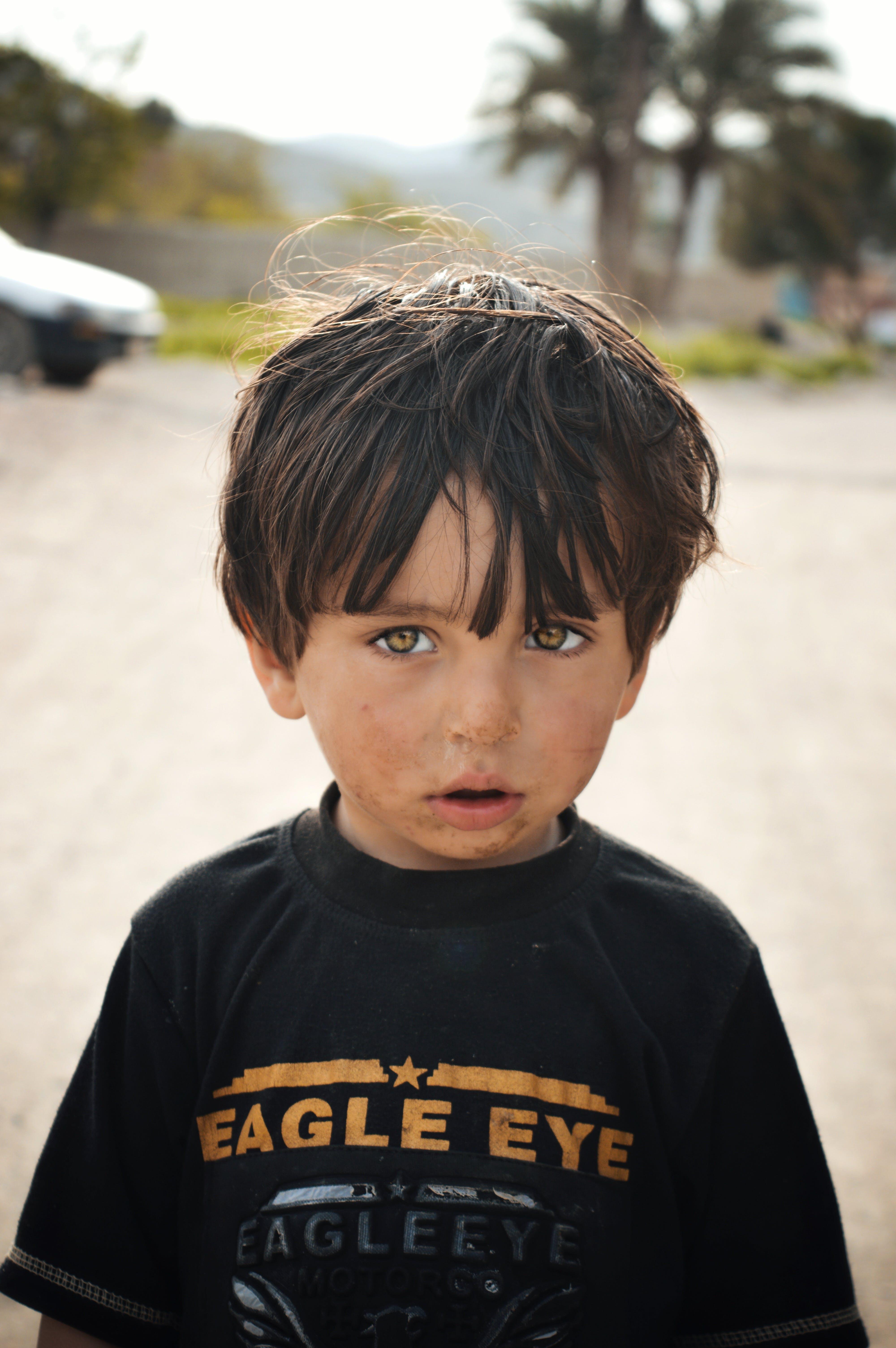Základová fotografie zdarma na téma batole, dítě, dívání, hezký