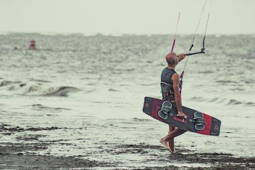 Foto d'estoc gratuïta de aigua de mar, esport aquàtic, kitesurf