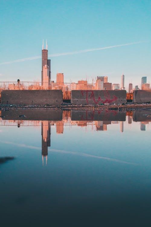 Gratis lagerfoto af aften, arkitektur, blå himmel, by